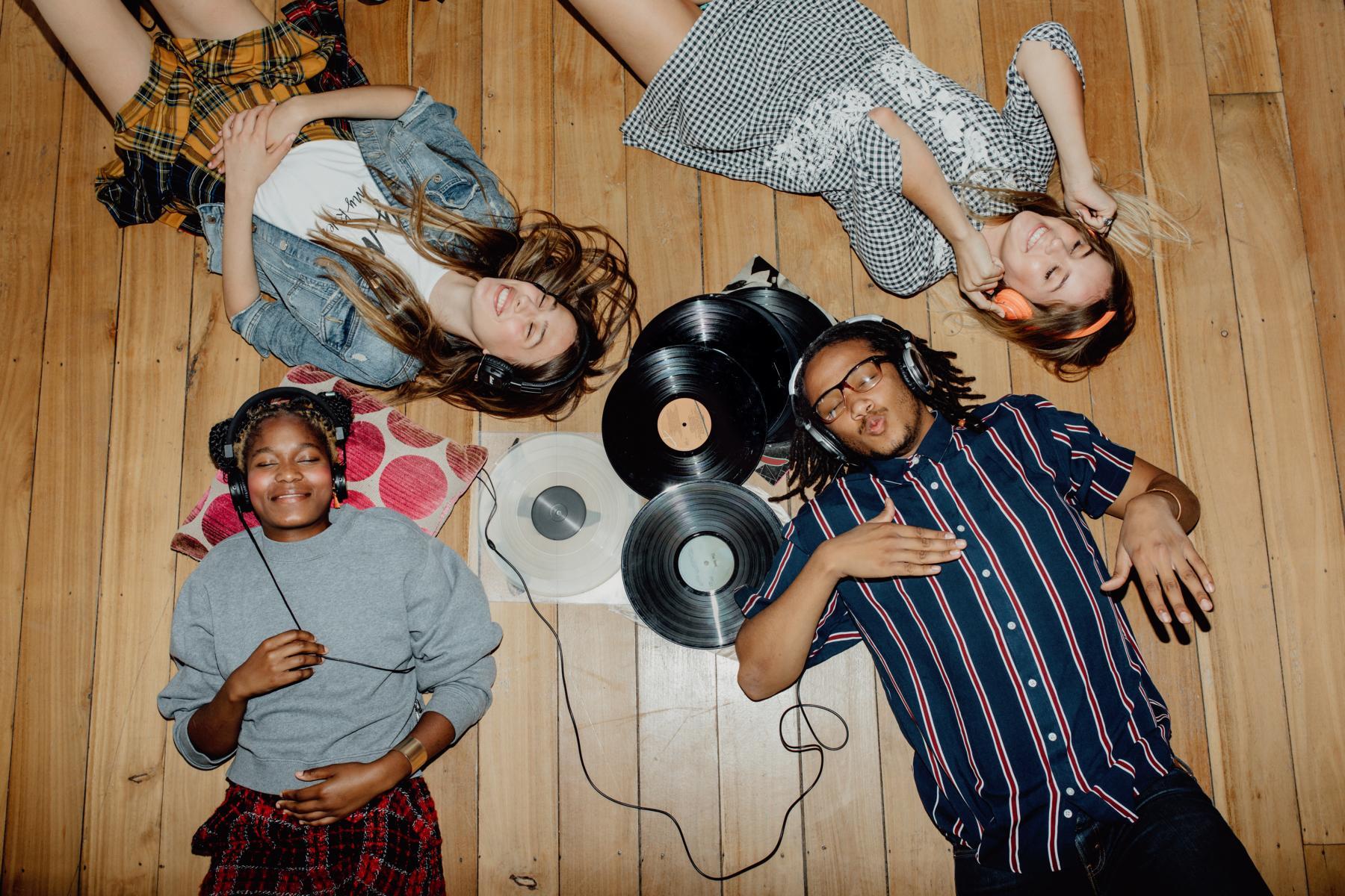 Vinyl und Kork sind eine beliebte Bodenkombination