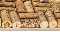Pinnwand mit genutzten, alten Weinkorkstopfen online kaufen